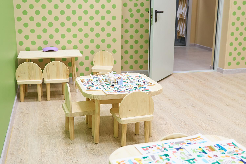 Столики для рисования и работ в садике франшизы Binny